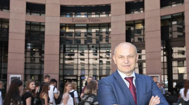 """Mislav Kolakušić: - Europska komisija je i više nego svjesna s kim ima posla, i s korupcijom u Hrvatskoj i nije čudno da kažu: """"Ako već potkradate vlastite građane, nas nećete"""""""