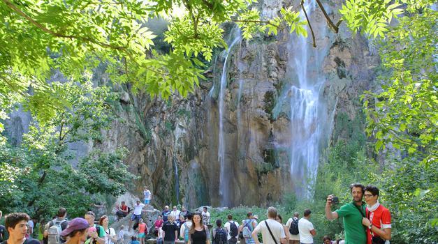 Šok s Plitvica, 840 kn stoje samo ulaznice za obitelj s dvoje djece i ubuduće će Hrvati gledati jezera jedino na razglednicama