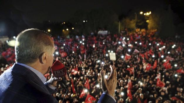 """Erdogan: """"Neće migranti samo preko Grčke već i preko cijelog Sredozemlja, granica ostaje otvorena sve dok EU ne ispuni svoja obećanja iz 2016."""""""