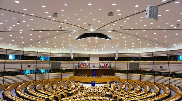 Prvi smrtni slučaj od Covida-19 u institucijama EU - žrtva je talijanski informatičar (40) u službi EU Parlamenta