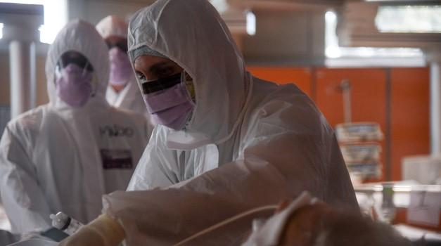 Vapaj hrvatskih liječnika iz New Yorka: - Dnevno nam u bolnici umre njih 10, opreme nema, maski nema, vizira nema, situacija je očajna, pomozite nam tko može