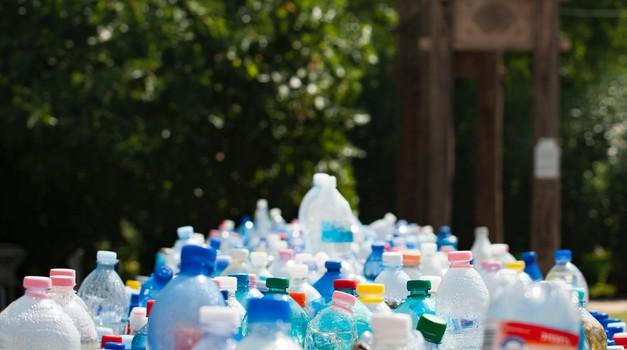 Znanstvenici stvorili mutirani bakterijski enzim koji razgrađuje plastične boce