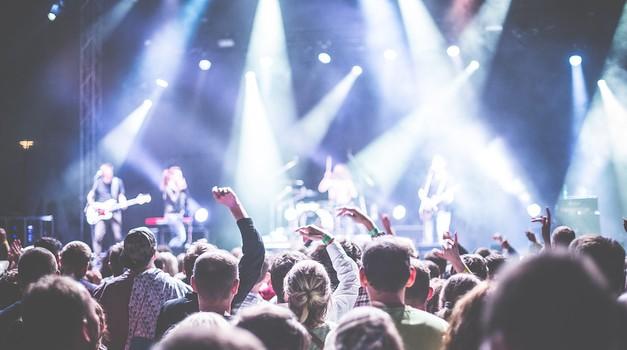 Budućnost muzike uživo: uključivanje na stream uz naplatu, virtualni merch ..