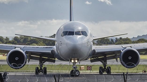 US Airlines putnike bez maski stavlja na crnu listu što rezultira zabranom putovanja