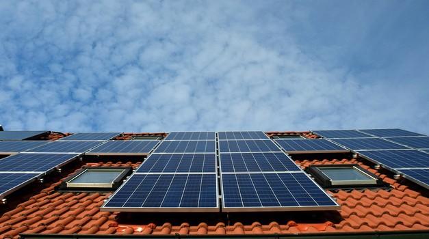 Tesline solarne ploče 10 posto efikasnije; tvrtka je također smanjila cijenu uređaja