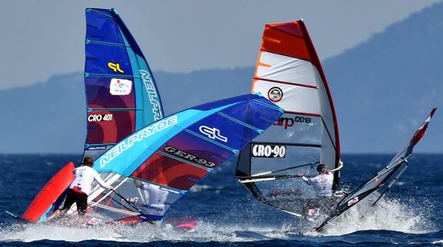 Spektakularne FOTKE windsurfinga s Brača! Kad ne mogu Japan, Južna Koreja, Barcelona, Fuerteventura, Tenerifi... ima tko može. Jahači valova jedino u Hrvatskoj