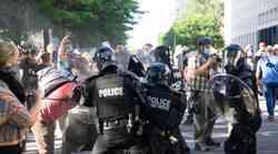 U neredima u američkom gradu Seattleu ranjeno preko 70 policajaca