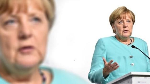 Merkel i Seehofer spremni prihvatiti dodatnih 1500 migranata iz Grčke