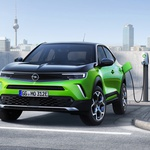 Legendarna Opel Manta dala je ideju i pečat za izgled nove Mokke, no pogon na benzin i dizel, a i struja stiže iz Peugeota (foto: Opel)