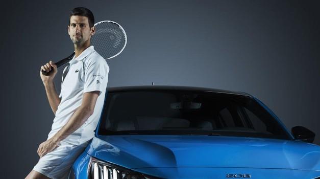 Naelektrizirani Nole glavna je maskota Peugeota na Roland-Garrosu, a neće mu faliti ni podrška oca Srbina, majke Hrvatice, trenera Slovaka...