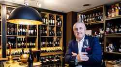 """On je """"Mister Graševina"""", Davor Zdjelarević bio je rob podruma, sve je prodao, ne želi posjedovati više ništa, ne treba mu ni BMW ni vikendica i danas je hedonista vinoteke"""
