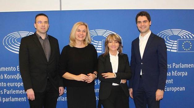Karlo Ressler, Tomislav Sokol, Željana Zovko i Sunčana Glavak glasovali protiv uvođenja viza za Amerikance, preostalih 8 HR europarlamenataraca traži reciprocitet, baš kao i većina zastupnika EP