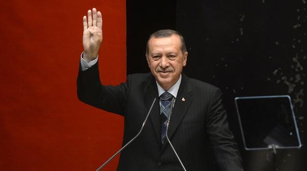 Napad iz Ankare: Charlie Hebdo odgovara objavom Erdoganove karikature