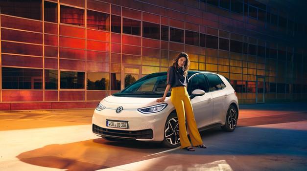 Buba na struju! To je Volkswagen ID.3, koji ruši sve mitove o električnim automobilima. Imaju domet, nisu preskupi, ima punionica...