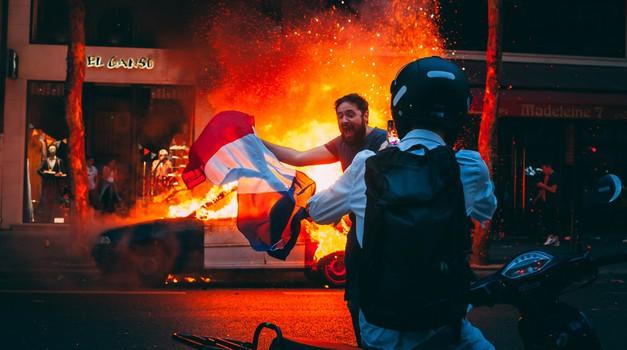U Francuskoj tijekom prosvjeda ozlijeđeno gotovo 100 policajaca