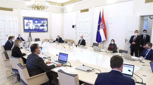 """Očekuje se prvih 125.000 doza cjepiva """"Cjepivo će biti besplatno"""" tvdi Plenković"""