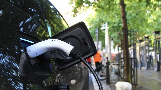 Kanada želi dogovor s Bidenom o zabrani automobila na fosilna goriva