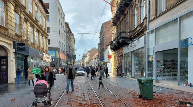 Prve slike i iz Zagreba - Ilica kao rano proljetos - svi su izašli iz stanova i kuća