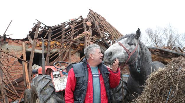 Ta divna stvorenja uz nas su u dobru i zlu! I u Petrinji su psi tragači spasili živote stradalnika u potresu, a Tomo Sukanić spasio je i obitelj, konja, psa, mačku...