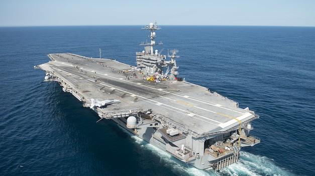 SAD usidrio nosač zrakoplova Nimitz na Bliskom istoku zbog prijetnji Irana