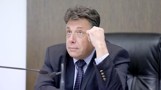 Ode Đuro Sessa, koji je zalutao u sudstvo s pozicije konzula u Perthu i jedan s potjernice korumpiranih sudaca Zdravka Mamića