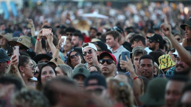 "Corona free, 30.000 obožavatelja ""puštenih s lanca"" na rock koncertu na Novom Zelandu, ljubilo se, plesalo, grlilo, pjevalo, uživalo. O tome možemo samo maštati"
