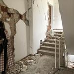 Zbog građevinske mafije u potresu je izgubila sve, a sad bi porezni obaveznici trebali platiti obnovu zgrade, a živi su i nadzorni i investitor (foto: Igor Stažić)