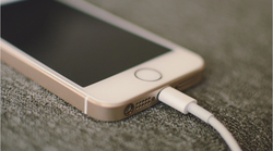 Apple kažnjen s 2 milijuna dolara zbog nedostatka punjača u paketu tokom kupovine pametnih telefona