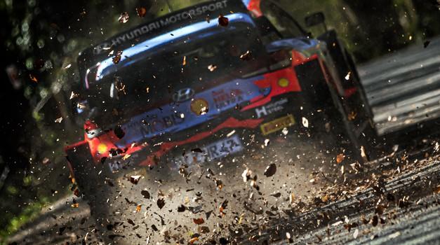 "Medvedgrad od jutros pod ""shakedownom"". Na Sleme, na Sleme... Na zagrijavanju Sébastien Ogier, svjetski prvak tek 5., a najbolji Elfyn Evans, oba u Toyoti Yaris WRC"