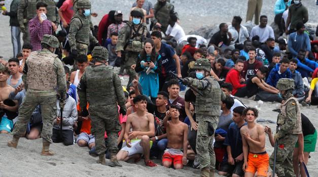 Španjolska brani svoje granice. Sada je red na nas.  Invazija migranata iz Maroka na Ceutu. Salvini u Italiji očajan