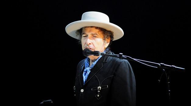 """""""Putovao sam po zemlji, sljedeći stope Woodyja Guthrieja."""" Američki kantautor Bob Dylan danas slavi 80. rođendan. Njegovo najubojitije oružje su glazba i stihovi"""