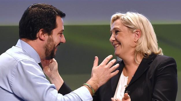 """Kakav samo """"auzmeš"""" u EU! Merkel i Macron u panici. Marine Le Pen u društvu Salvinija, Orbana, Morawieckog, Tomašić, nova skupina zvat će se Europa nacija i sloboda"""