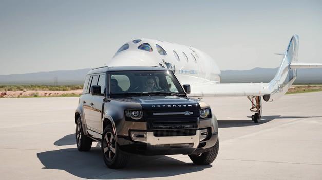 Nakon Jeff Bezosa i Sir Richard Branson odlučio je letjeti u svemir, a na put ga vodi i Land Rover