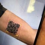 Žigosan bar codom Covid-19 i radi! Učenik je tetovirao QR kod digitalnog certifikata o cijepljenju na ruci (foto: Andrea Colonnetta/Instagram)