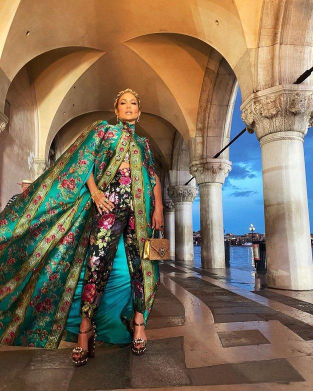 """Duga, oluja, Jennifer Lopez, djeca Heidi Klum, Monice Bellucci, Christiana Balea..., kiša, oluja, Fellini i Vivaldi začinili spektakularnu modnu reviju ispred """"Duždeve palače"""" u Veneciji"""